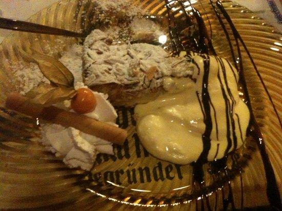La Scuderia : Torta ai pinoli con crema