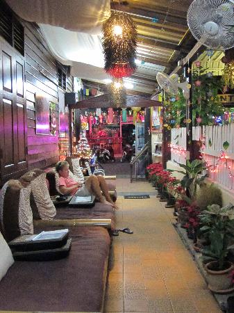 Guesthouse Wild Orchid: comfortable breezeway