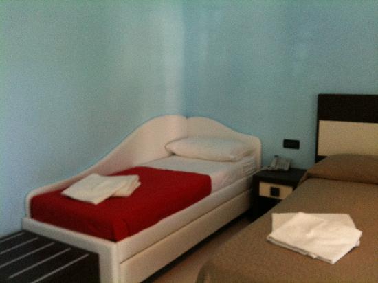 Hotel Leonardo: letto-divanetto
