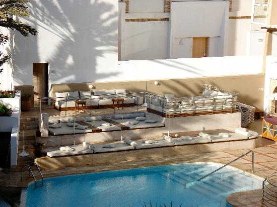 Hotel Timoulay & Spa Agadir : Poolside loungers