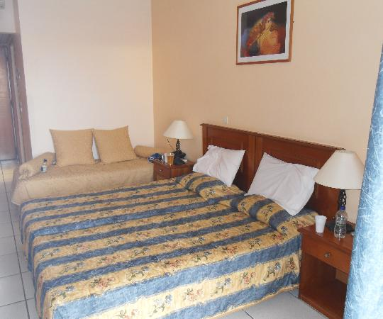 Diana Palace Hotel: Twin Bedroom