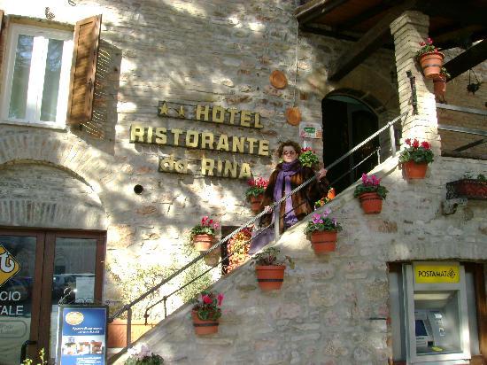 Rina Hotel: l'albergo con la Sua pittoresca entrata