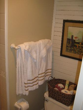 Moore Farm House B&B: great towels