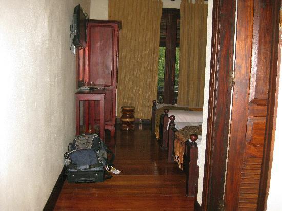 Sokdee Residence: Entry