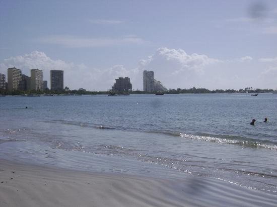 Bella Vista Hotel: La playa frente al hotel