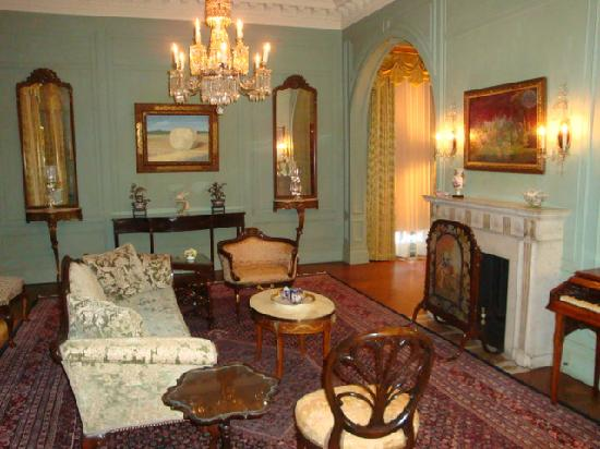 The Inn at Irwin Gardens: Front Parlor