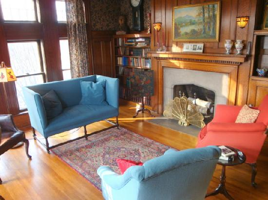The Inn at Irwin Gardens: Sitting room of the W.G. Irwin Suite