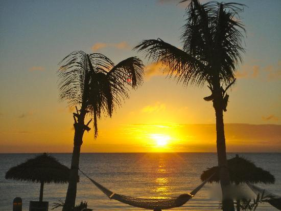 Lighthouse Bay Resort Hotel : Sunsets to die for!!!!