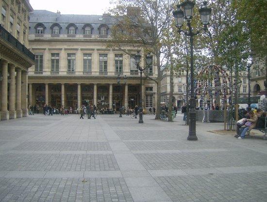 Hotel Near Eiffel Tower - Champs-Elysees | Paris Marriott