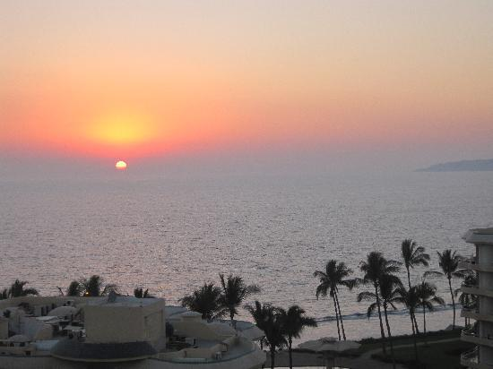 Hotel Riu Vallarta: sunset from balcony