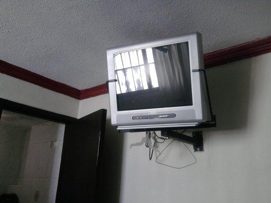 Hotel Santa Lucia: La Televisión