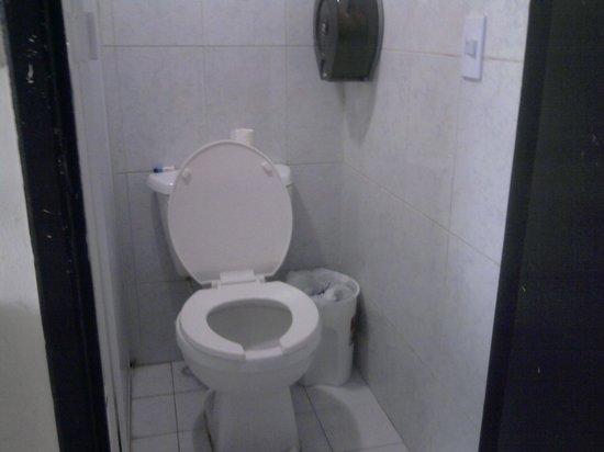 Hotel Santa Lucia: El baño