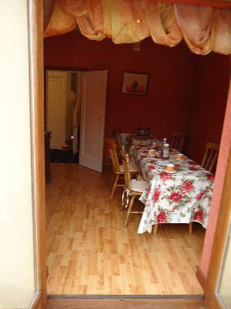 Twelve Trees Guesthouse: Breakfast room