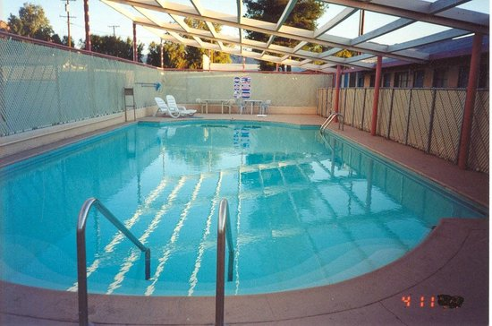 Safari Motor Inn - Joshua Tree: LARGE POOL(seasonal)50`x20x`x9`deep.