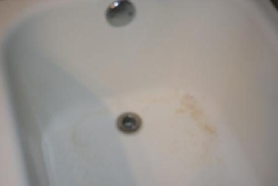 Beachside Boutique Inn: Rust in tub looked unclean