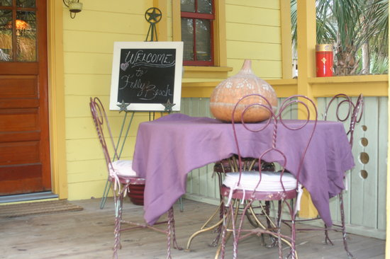 Beachside Boutique Inn: porch of bungalow