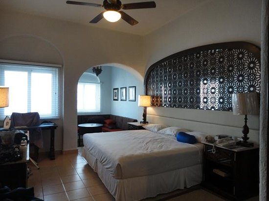 Royal Solaris Cancun: Our room at the Caribe tower