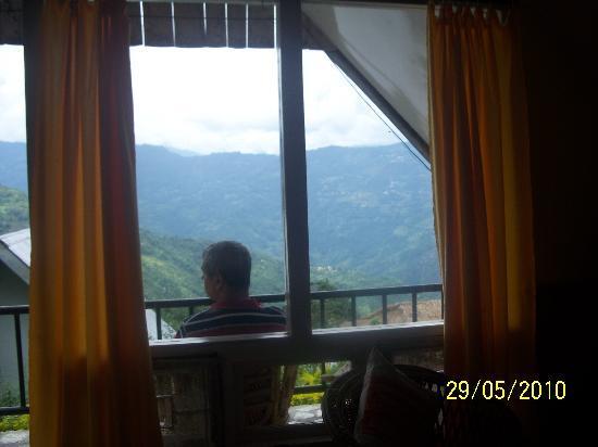 Mandarin Village Resort: View of Kanchangunga from the window