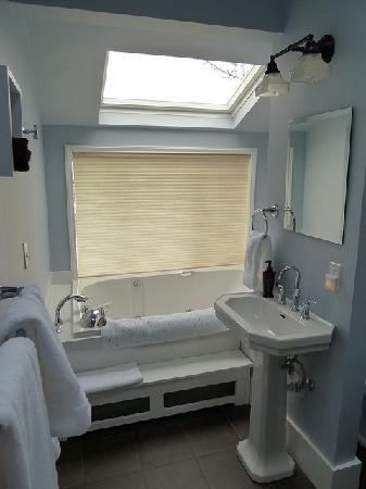 9 Cranes Inn: Ballard Room Sunken Tub