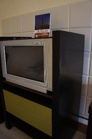 Punta Del Este Resort & Spa : ugly piece of furniture with bulky tv from the 90's