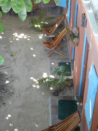 Sea Dreams Hotel: Looking down at the courtyard
