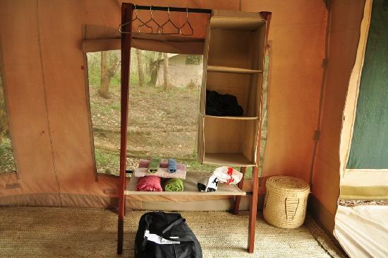 Nairobi Tented Camp: Towels, hangers and shelves