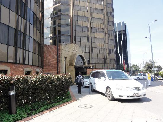 Cosmos 100 Hotel & Centro de Convenciones: Front of Cosmos 100