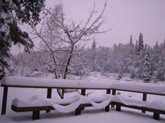 Riverbend Log Cabins & Cottage Rentals: Deck view after snow