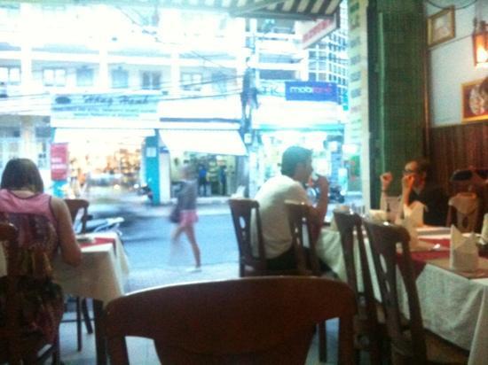 Omar's Tandoori cafe : Omars ground floor dining room.