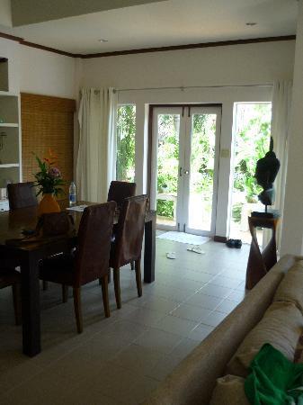 Shiva Samui: Baan Orchid dining room and front door