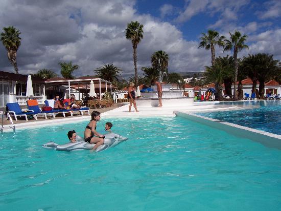Pool fotograf a de e suite hotel jardin dorado for Suite hotel jardin dorado