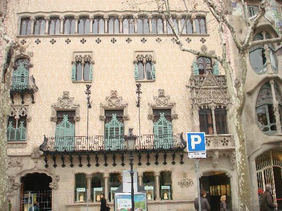 Passeig de Gràcia: Passeig de Gracia..Casa Battlo