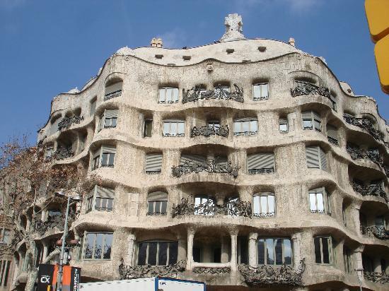 Passeig de Gràcia: Passeig de Gracia...La Pedrera