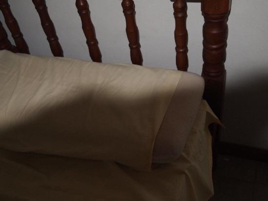 Apart Maria Bonita : Las fundas no cubren las almohadas