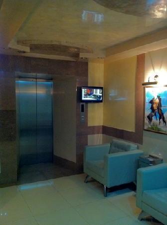 Kazzhol : Typical Elevator Lounge
