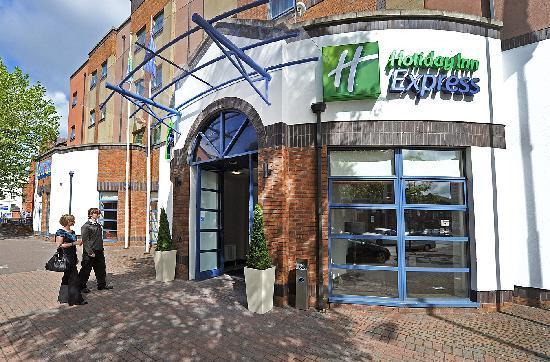 Holiday Inn Express Belfast City Queens Quarter: Exterior