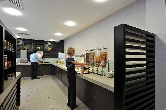 Holiday Inn Express Belfast City Queens Quarter: Breakfast Area