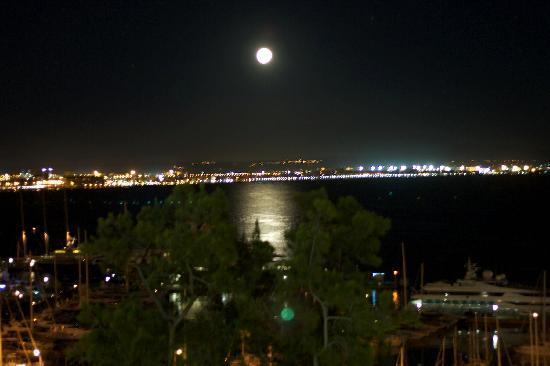 Catalonia Majorica Hotel: Moon over De Palma from Balcony
