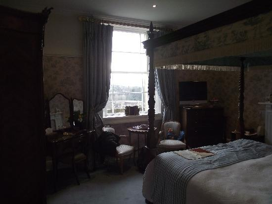 Apsley House Hotel: Romantic Room view