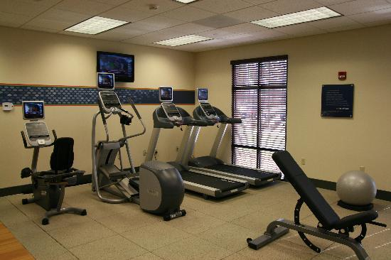 Hampton Inn Rochester Webster: 24 hour Fitness Center - Powered by Precor.  Two treadmills, Elliptical Trainer, Recumbent Bike,