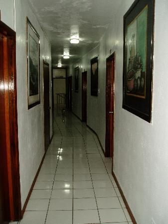 Hotel Castle Maria: Immaculate hallways