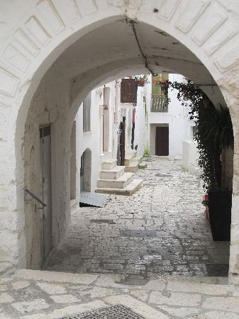 Putignano, Itália: B & B through the Arch