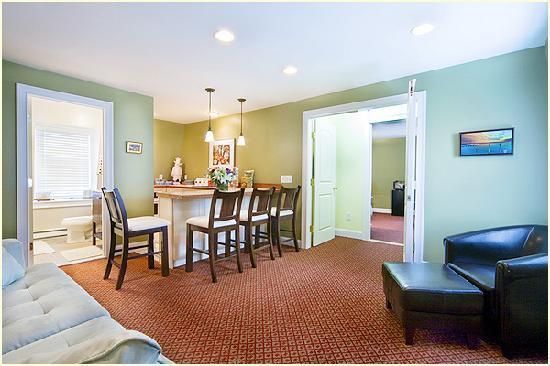 Bouchard Inn: Harbor House Inn - Room 10 - Eve Suite - 1 Bedroom Suite / 1 Bathroom