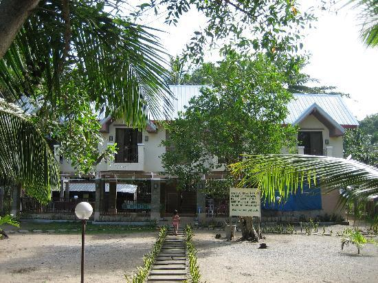Fiesta Cove: Outside view of the front of the Hotel