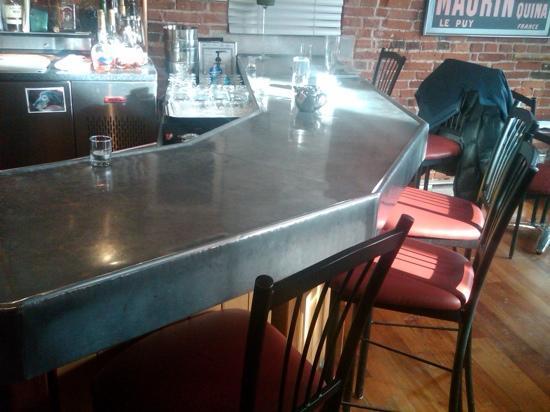 Le Chien Noir Bistro: bar