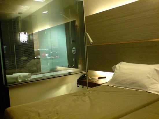 B-Hotel: Bedroom