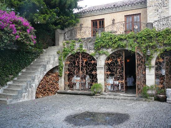 Meson Panza Verde : Steps to suite 7 from Zen Garden