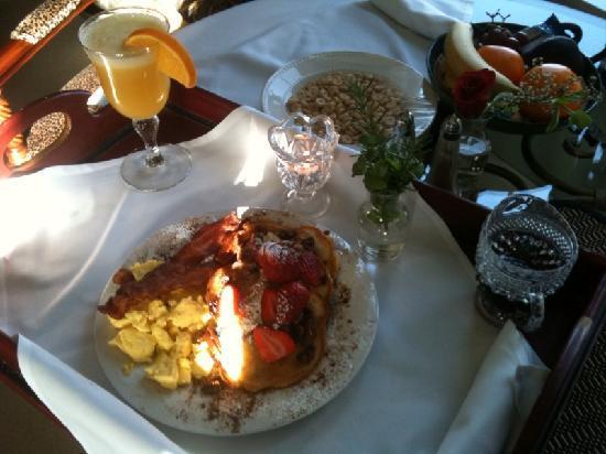 Cozy Rose Inn: Breakfast