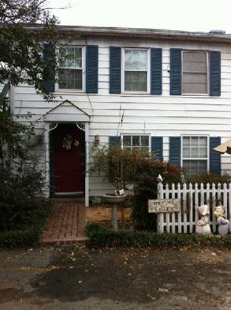 Azalea Plantation: The Honeymoon Cottage