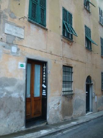 Il Faro : side entrance to the hotel